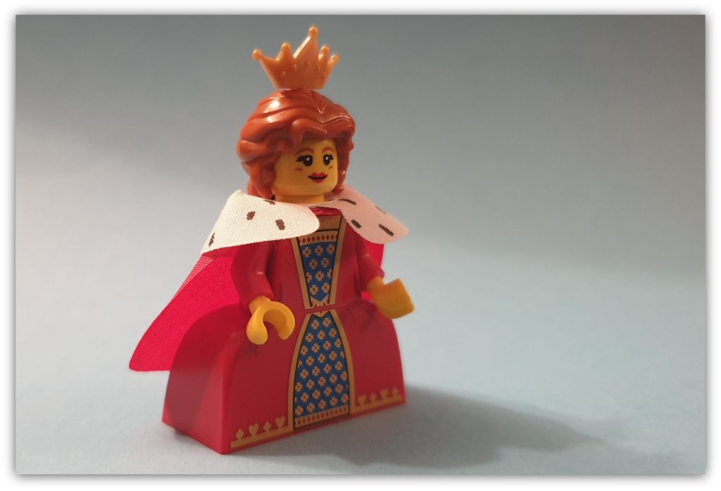 legless minifigures queen